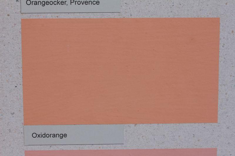 Die Vega Wandfarbe ist vegan. Sie lässt sich individuell pigmentieren (im BIld mit oxidorange)
